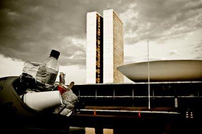 129_2612-congresso-nacional-e-lixo
